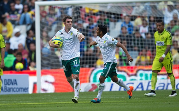 Mauro Boselli anota el 2-2 ante América